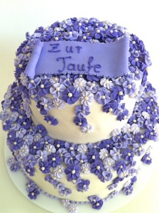 Torte-2Stock-Taufe-Blueten1