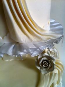 Torte-3Stock-Faltenrelief-Hochzeit3